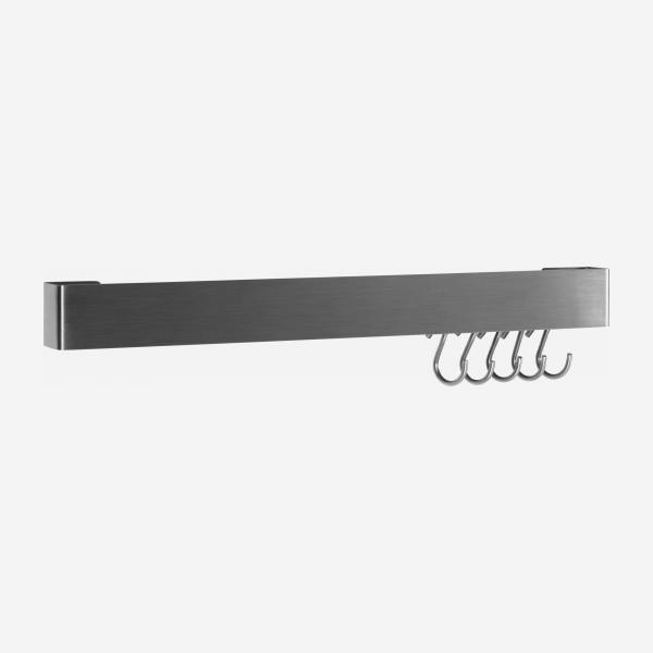 Wall bracket with hooks