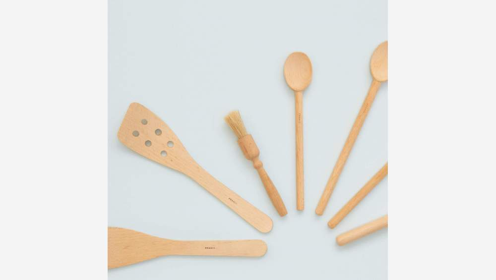 Spatula with holes