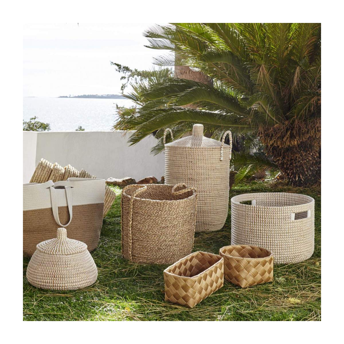 Basket 30cm with storage spaces made of seagrass n°6