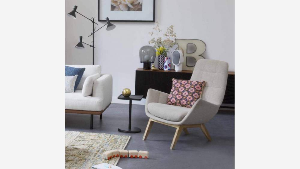 Armchair in Lecce fabric, muscat with dark oak legs