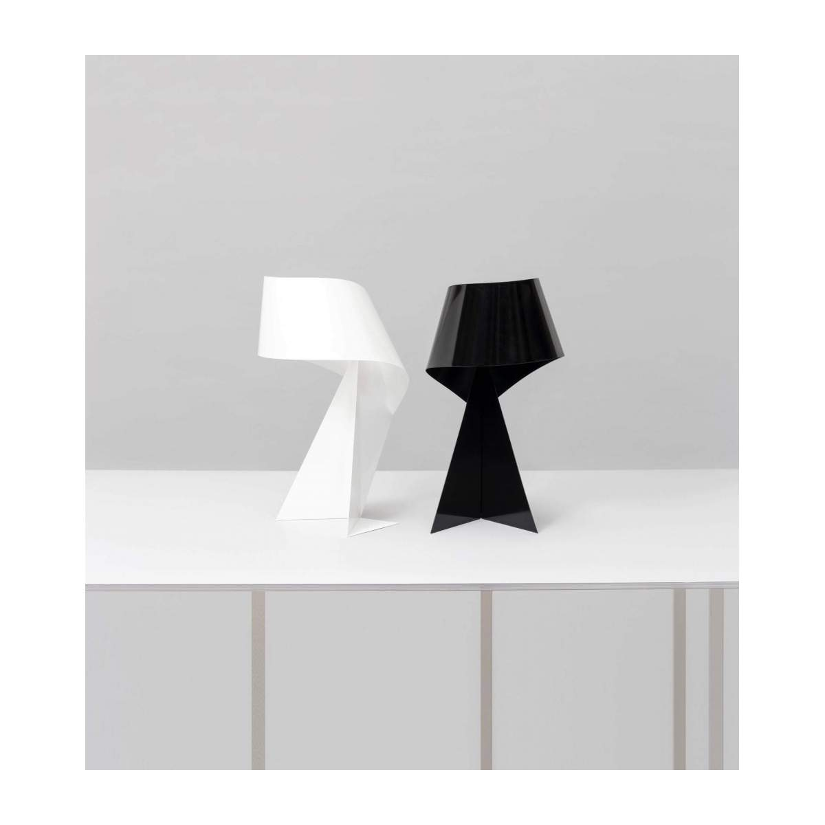 Small white table lamp  n°6