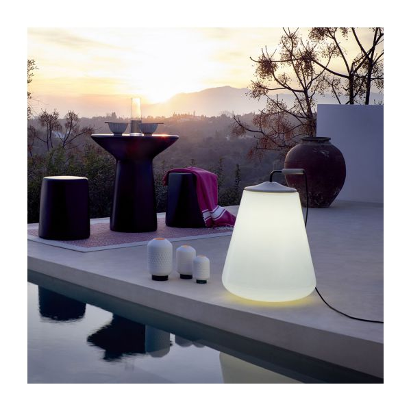 nomade lampe de sol d 39 ext rieur en poly thyl ne habitat. Black Bedroom Furniture Sets. Home Design Ideas