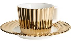 Coffee cup in porcelain, gold