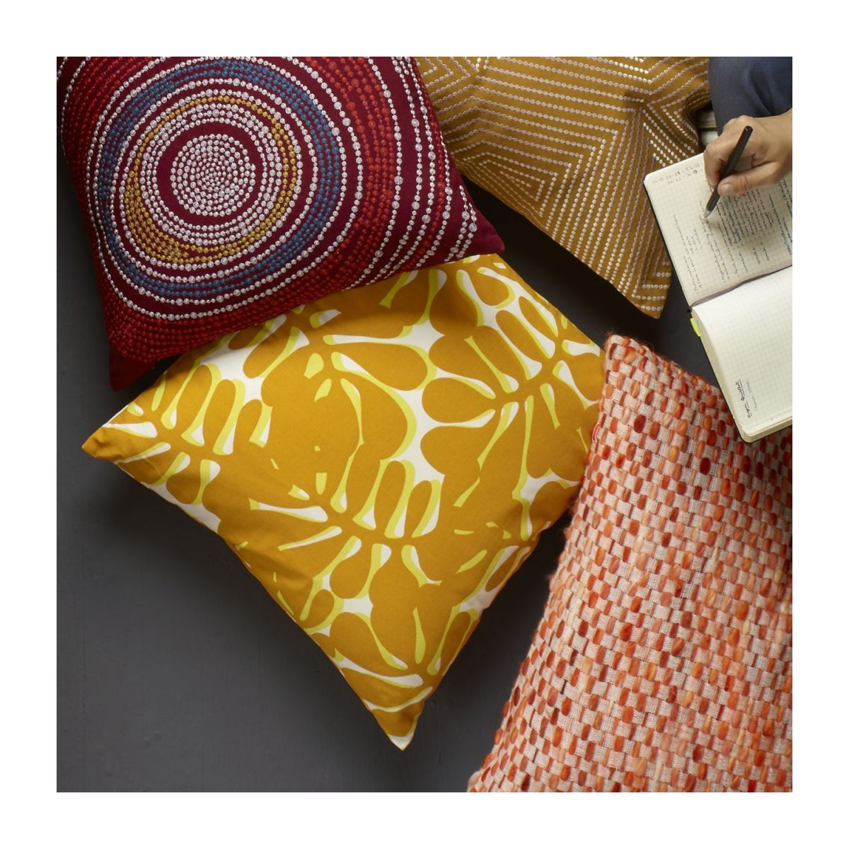 Cushion 45x45 with yellow patterns  n°3