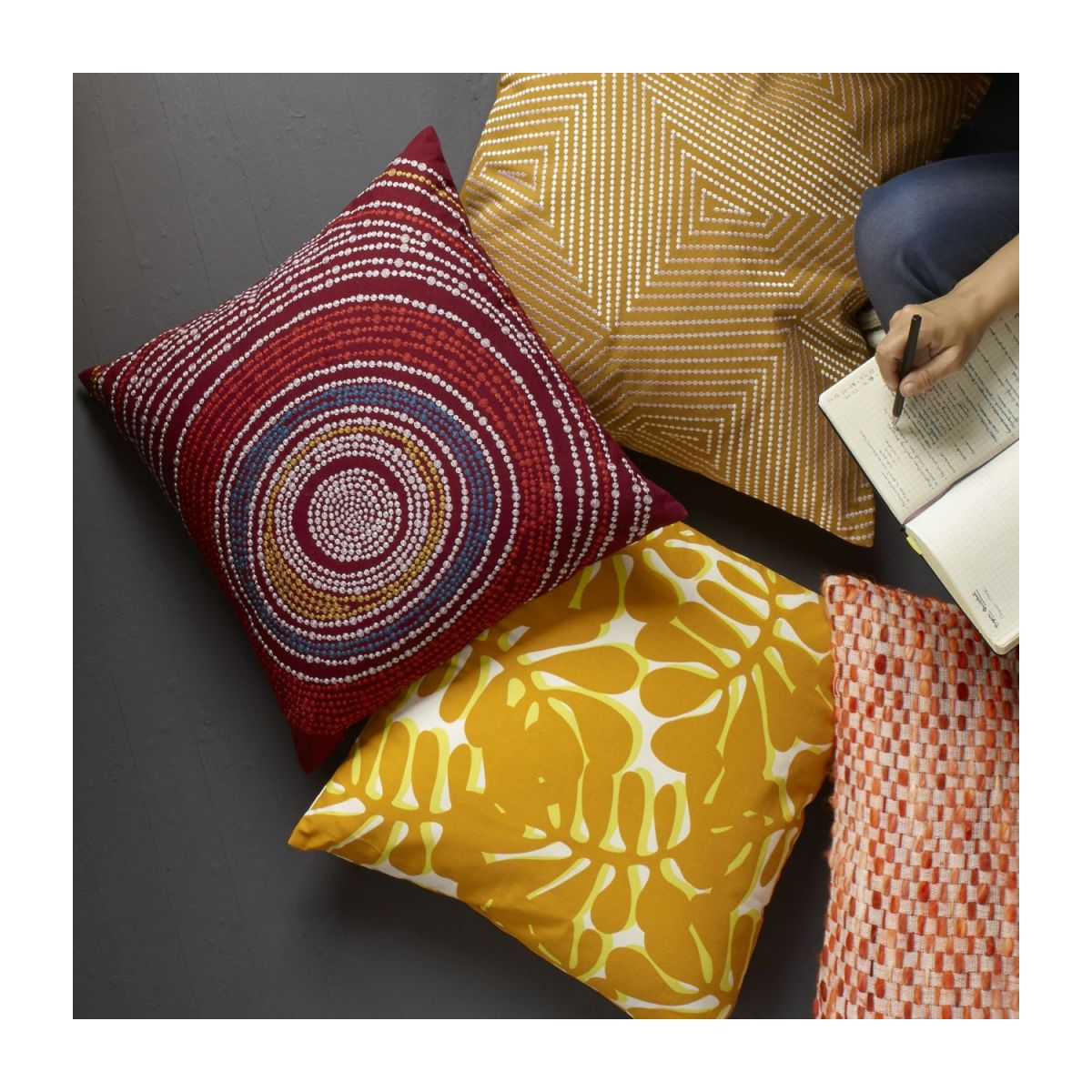 Cushion 45x45cm, red with patterns n°3