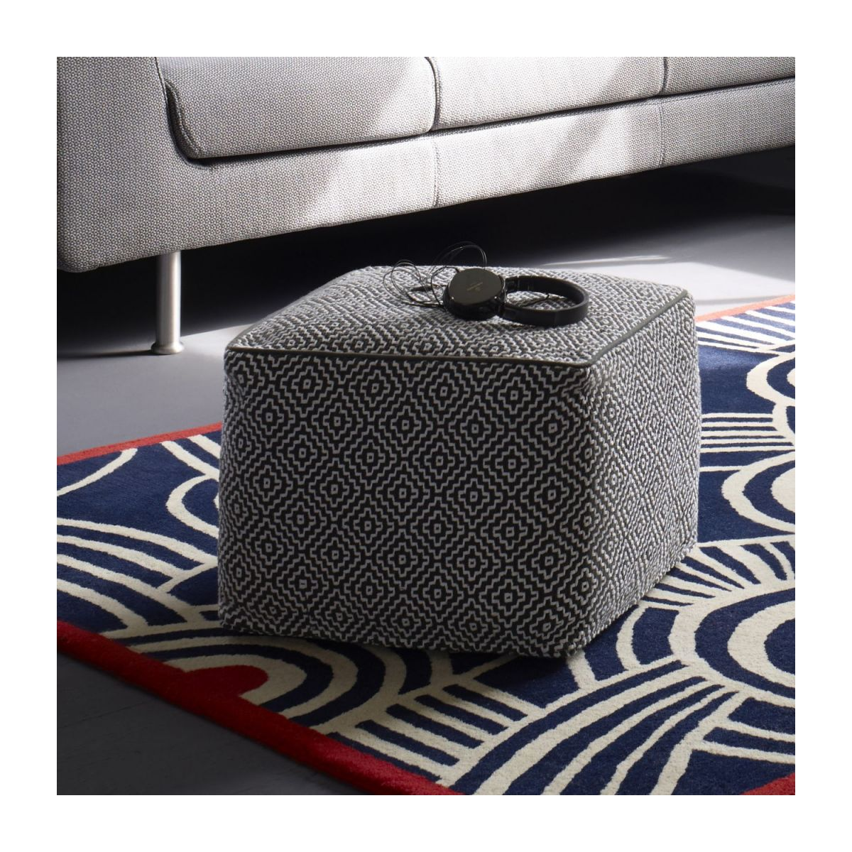 Footstool with black and white patterns n°7