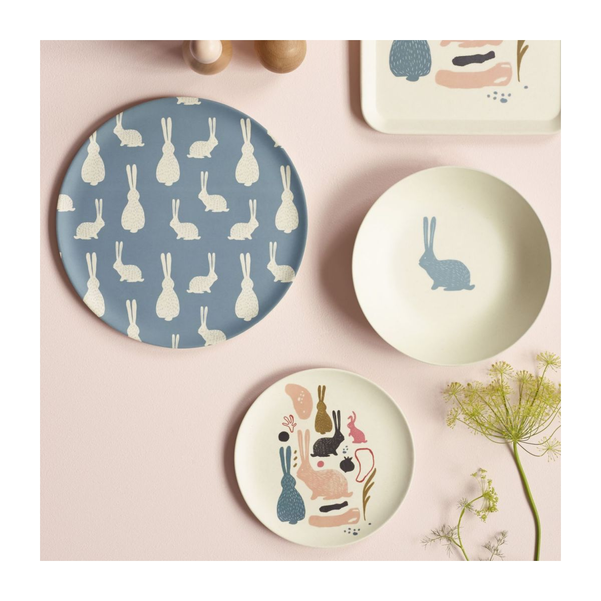 Dessert plate with bunny patterns n°4