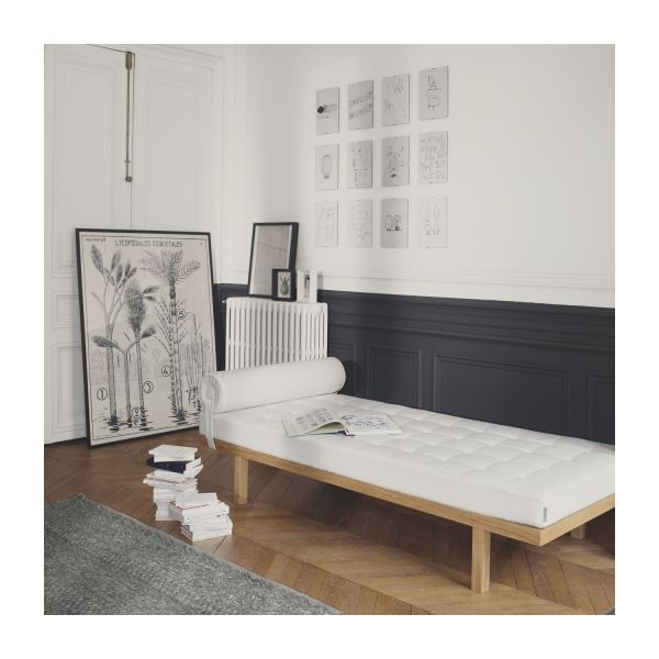 eyre m ridiennes m ridienne blanc simili cuir habitat. Black Bedroom Furniture Sets. Home Design Ideas