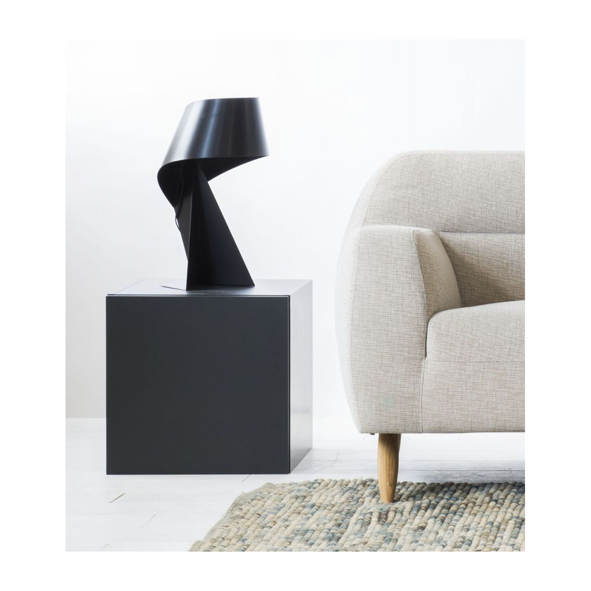 Large black table lamp n°6