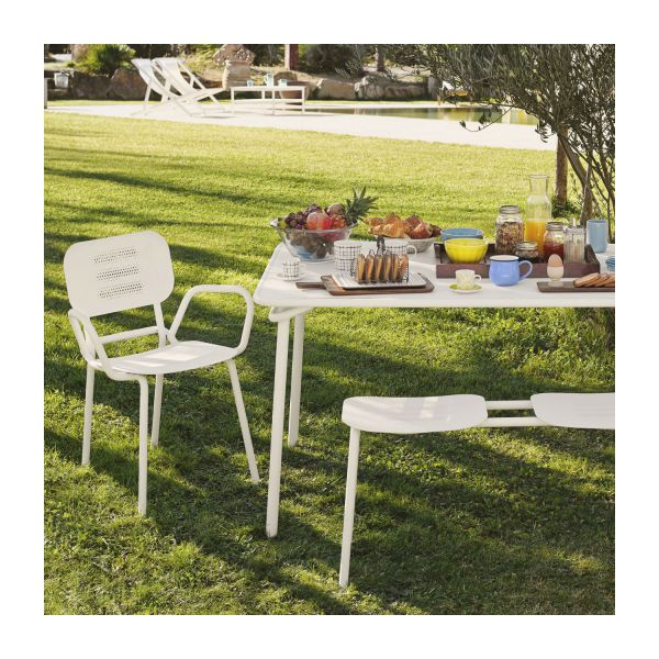 heva table de jardin rectangulaire en acier blanc habitat. Black Bedroom Furniture Sets. Home Design Ideas